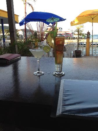 Lareena Resort: A couple of great drinks at outside dining