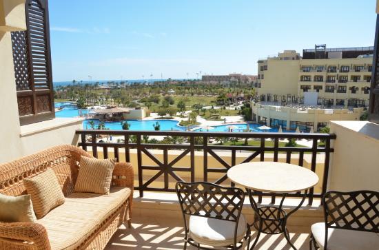 Steigenberger Al Dau Beach Hotel : Zonnig balkon