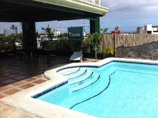 Cute pool picture of mango park hotel cebu city tripadvisor for Cheap hotels in cebu city with swimming pool