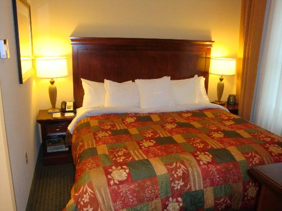 Homewood Suites Tampa Airport - Westshore: Bedroom