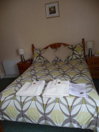 Cunard Guest House: Bed