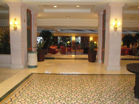 Atlantis, Beach Tower, Autograph Collection: Lobby at Coral Towers