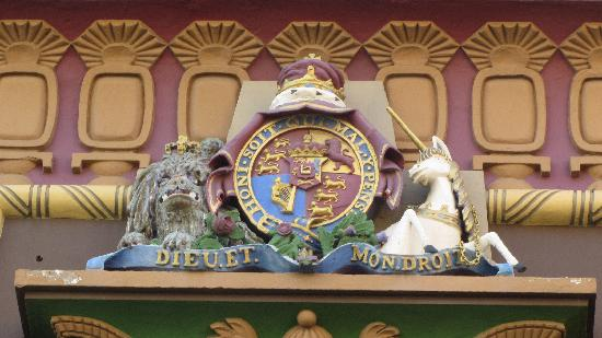The Egyptian House: Dieu et mon droit