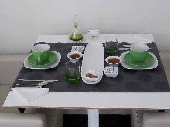 Hotel Viento10: Breakfast Table
