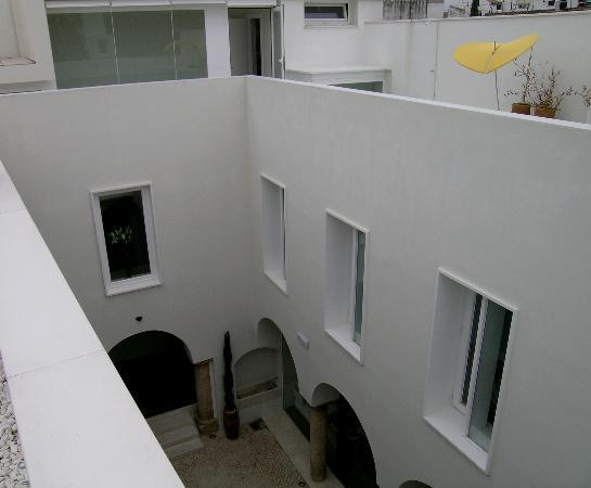 Hotel Viento10: Courtyard