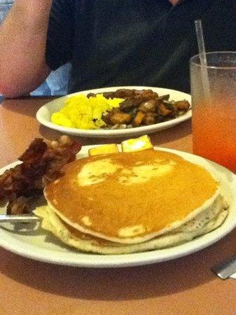 Molokai Pizza Cafe: huge pancakes - good food