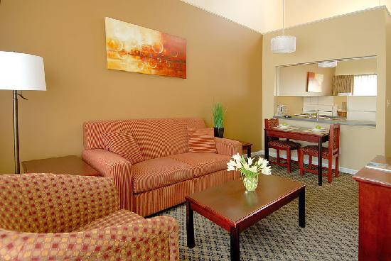 Robson Suites: Living/Dining Room