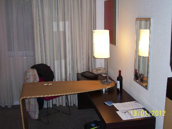Novotel London Heathrow: Room