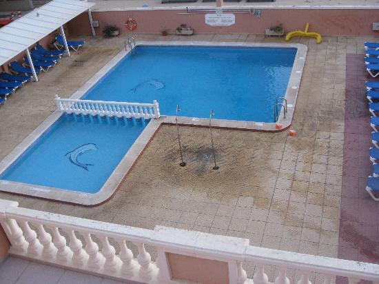Los Delfines Hotel: piscina