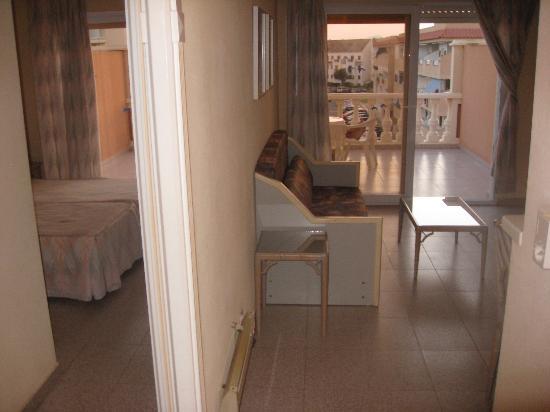 Los Delfines Hotel: Salón + habitacion
