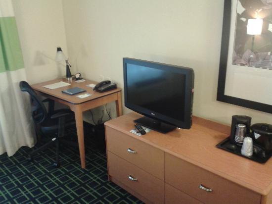 "Fairfield Inn & Suites Huntingdon Route 22/Raystown Lake : My ""king"" room 2"