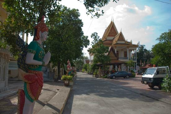Temple of the Lotus Blossoms: So much to see at Wat Botum