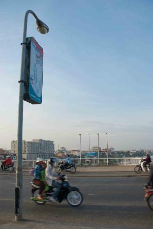 Moto's travelling across Chroy Changvar Bridge