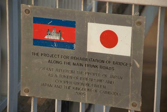 Chroy Changvar Bridge: Friendship plaque