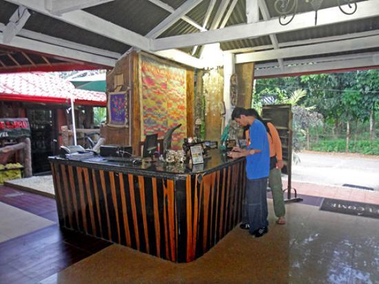 De Loro Inn & Restaurant: De Loro Inn lobby