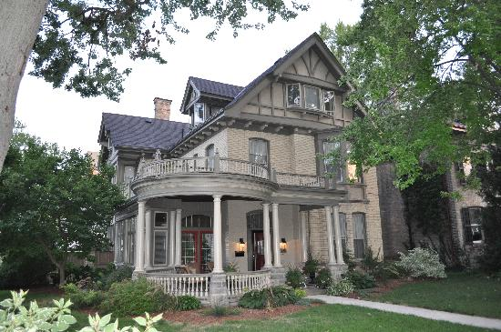 Woodfield Bed & Breakfast: Another view of the house