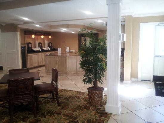 Park Lane Hotel and Suites: The Breakfast Area