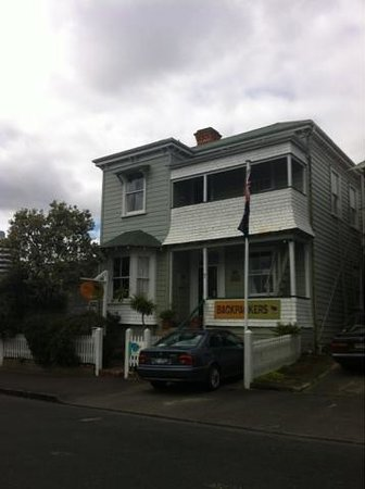 Brown Kiwi Backpacker Hostel: Room A & B with windows facing the street