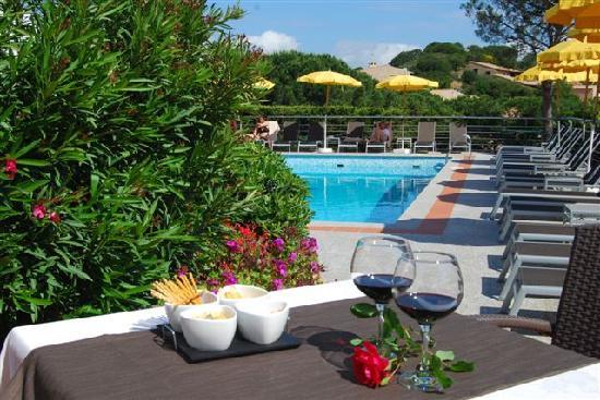 Hotel Mon Repos Hermitage: Un aperitivo in Piscina