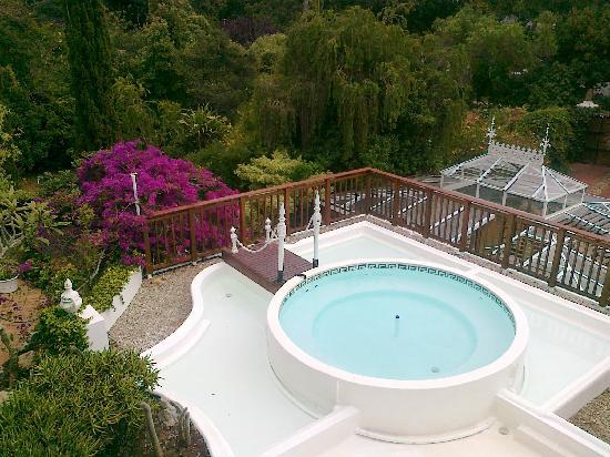 Constantia Woods: Blick auf Whirlpool