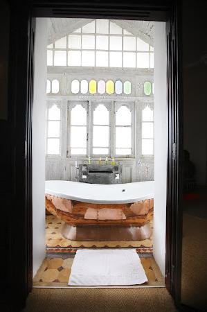 CASA Colombo Collection: Barth tub front view