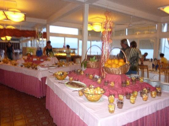 Girandella Tourist Village - TEMPORARILY CLOSED: BUFFET  des DESSERTS au GIRANDELLA