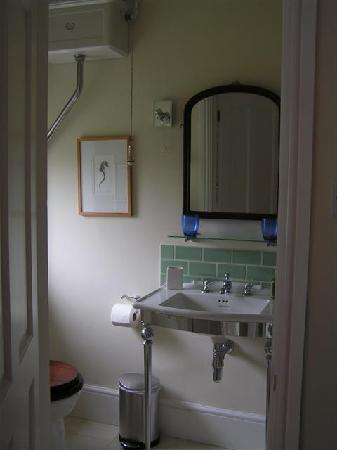 Eaton, UK: Garden View bathroom