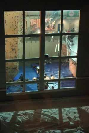Citylight Hotel: vista della palestra di roccia dalla finestra della nostra camera
