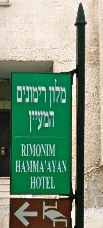 Rimonim Hotel Nazareth: un cartello stradale