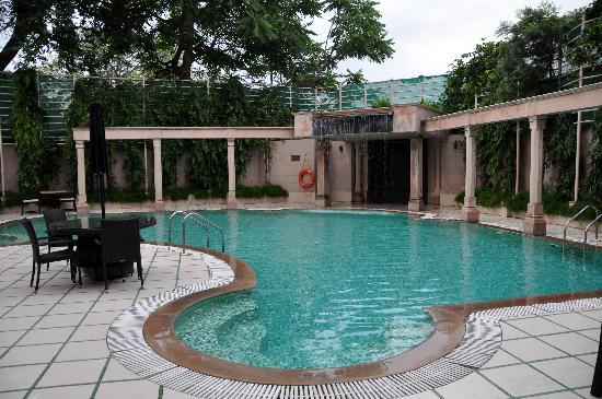 Howard Plaza The Fern Agra: Piscina hotel