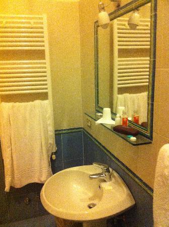 Hotel Paradiso: Bathroom 2