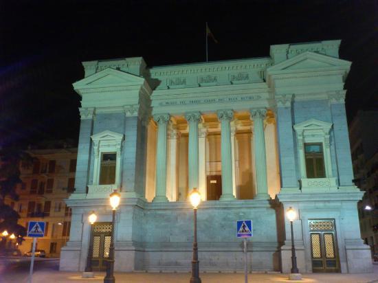 Barrio de Salamanca: cason del buen retiro de noche