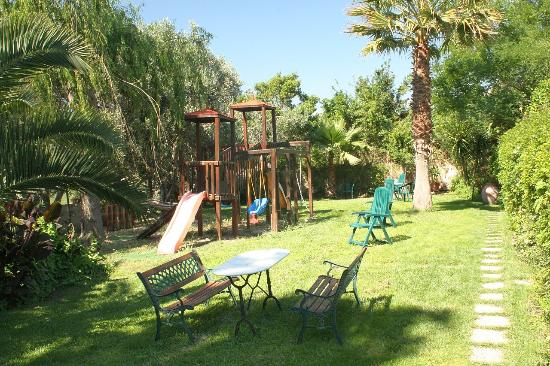 Le Case del Vivaio : Beautiful communal gardens and play area