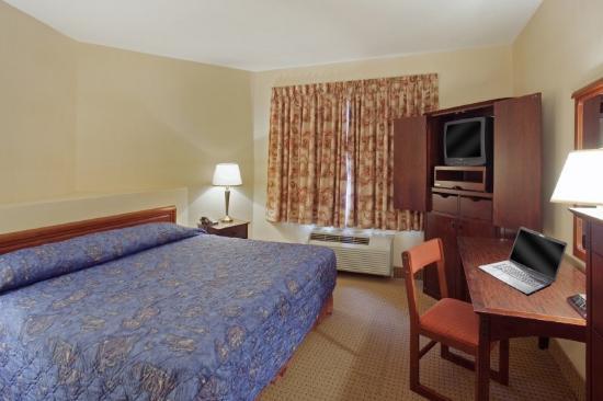 Hotel des Arts: King Bedroom