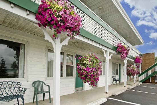 Canada's Best Value Inn - Port Hawkesbury/Port Hastings: Exterior Flowers
