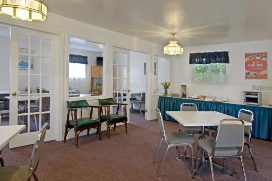 Canada's Best Value Inn - Port Hawkesbury/Port Hastings: Breakfast Room