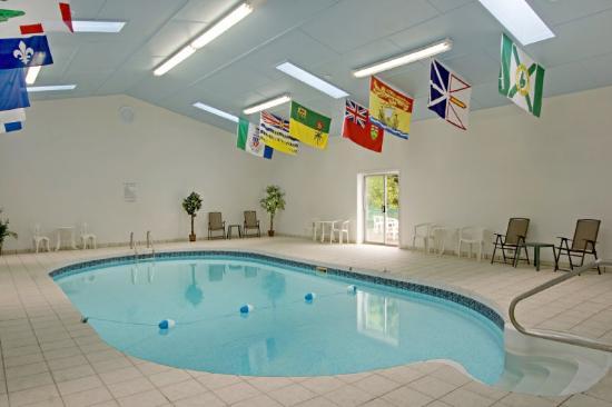 Canada's Best Value Inn - Port Hawkesbury/Port Hastings : Pool