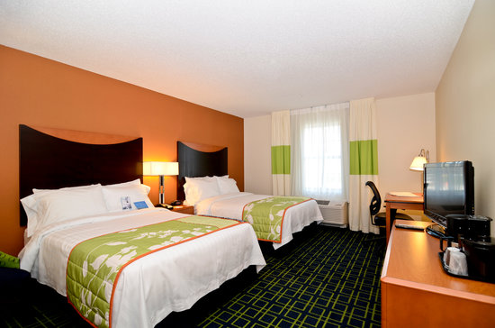 Fairfield Inn & Suites New Bedford: Spacious two double beds