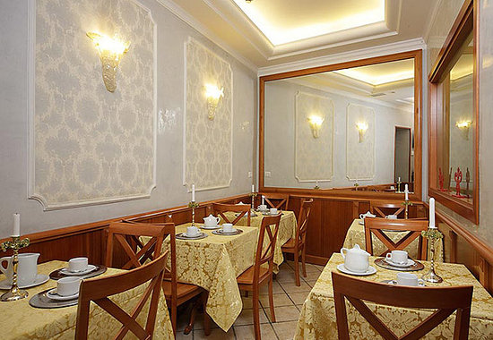 Hotel Golden Rome breakfast room