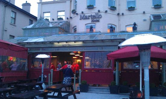 The Martello Hotel: Heated Porch area & Beer Garden