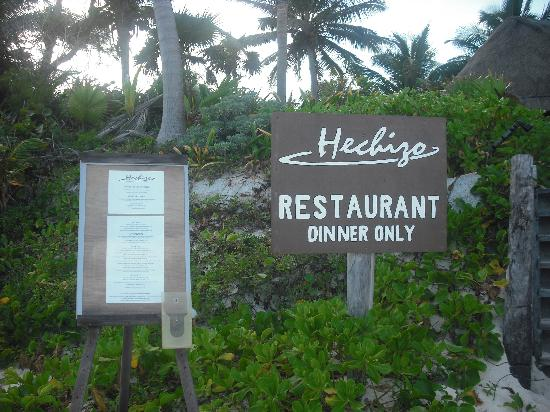 Hechizo: Restaurant right by the ocean