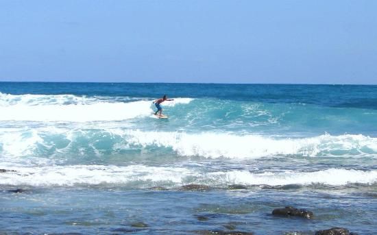 Baler, Philippines: surfing in Dica