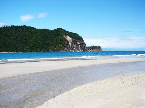 Baler, Philippines: the white sand beach of Dica