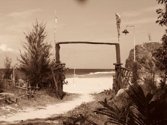 Baler, Filipina: the entrance to the Secret Beach!