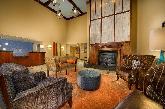 Holiday Inn Express & Suites Manassas: The Lobby