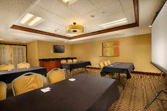 Holiday Inn Express & Suites Manassas: Ample Meeting Space