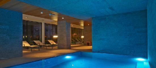 Hallenbad im puristischem design bild von design for Wellness design hotel