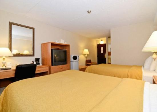 Quality Inn Arnprior: Guest Room