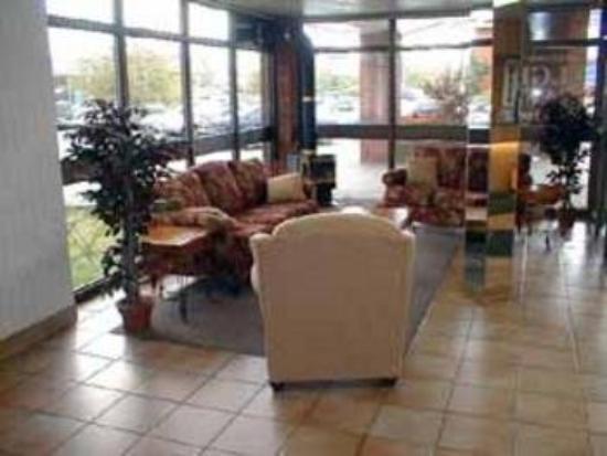 Quality Inn Arnprior: Lobby