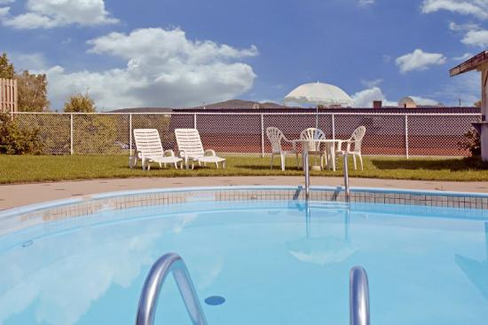 Quality Hotel & Suites: Pool